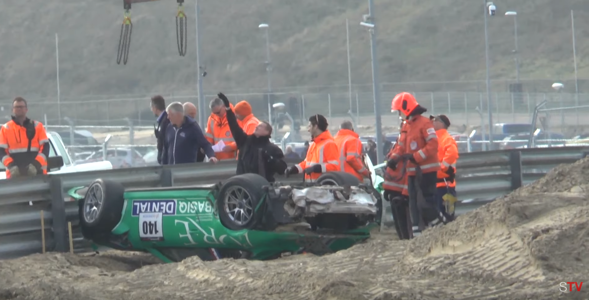 F.1 Zandvoort pericolosa? Guardate che volo in GT con la Porsche oltre le barriere!